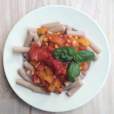 Dinkel Nudeln mit Gemüse in Tomatensoße