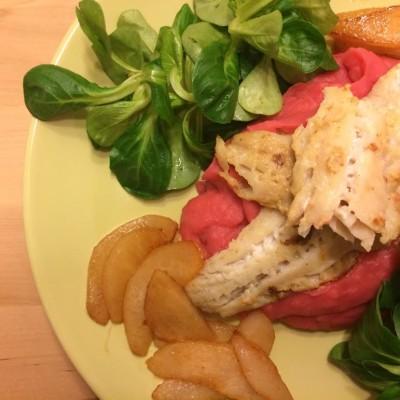 Seelachsfilet mit Rote Beete Kartoffelpüree und karamellisierten Birnen
