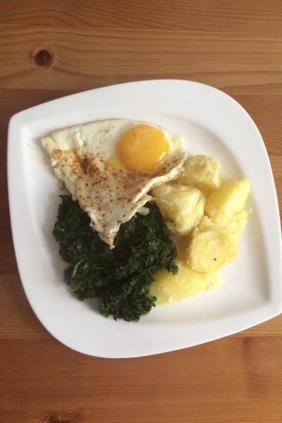 Kartoffeln mit Spinat und Ei